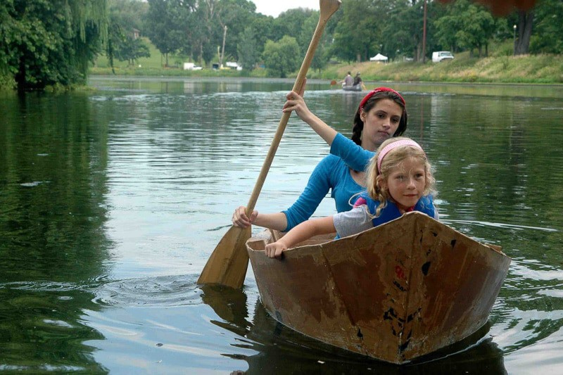 girls-in-boat-AIC